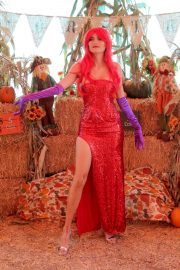 Blanca Blanco as Jessica Rabbit at a Pumpkin Patch in Los Angeles 2018/10/22 17