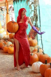 Blanca Blanco as Jessica Rabbit at a Pumpkin Patch in Los Angeles 2018/10/22 19