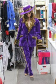 Blanca Blanco Searches for Halloween Costume in Los Angeles 2018/10/25 9