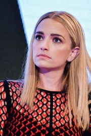 Brianne Howey at The Passage Panel at New York Comic-con 2018/10/06 6