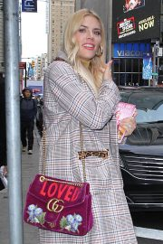 Busy Philipps Leaves Good Morning America in New York 2018/10/12 2