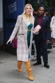 Busy Philipps Leaves Good Morning America in New York 2018/10/12 3