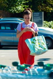 Candice Brown Out Shopping in Essex 2018/09/28 3