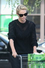 Charlize Theron at Grocery Store in Los Angeles 2018/09/29 1