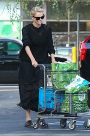 Charlize Theron at Grocery Store in Los Angeles 2018/09/29 2
