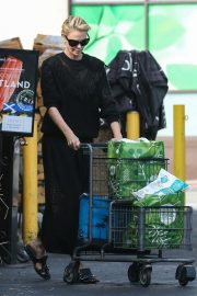 Charlize Theron at Grocery Store in Los Angeles 2018/09/29 4