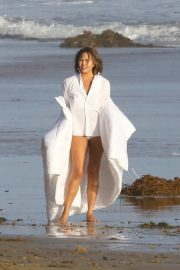 Chrissy Teigen on the Set of a Photoshoot at a Beach in Malibu 2018/10/09 2