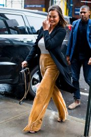 Chrissy Teigen Out and About in New York 2018/10/13 8