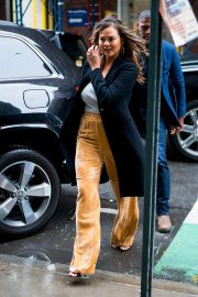 Chrissy Teigen Out and About in New York 2018/10/13 12