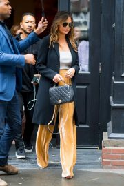 Chrissy Teigen Out in Little Italy in New York 2018/10/13 2