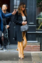 Chrissy Teigen Out in Little Italy in New York 2018/10/13 3