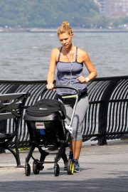 Claire Danes Out at Hudson River Park in New York 2018/10/04 1