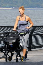 Claire Danes Out at Hudson River Park in New York 2018/10/04 2