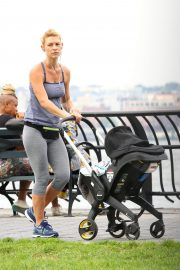 Claire Danes Out at Hudson River Park in New York 2018/10/04 5