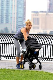 Claire Danes Out at Hudson River Park in New York 2018/10/04 6