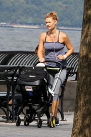 Claire Danes Out at Hudson River Park in New York 2018/10/04 7