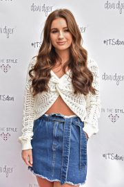 Dani Dyer Launch Her Clothing Collaboration with In The Style in London 2018/10/03 3
