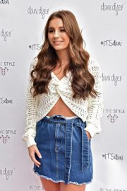 Dani Dyer Launch Her Clothing Collaboration with In The Style in London 2018/10/03 5