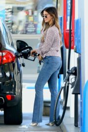 Delta Goodrem at a Gas Station in Los Angeles 2018/10/09 2