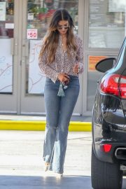 Delta Goodrem at a Gas Station in Los Angeles 2018/10/09 3