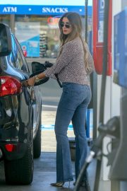 Delta Goodrem at a Gas Station in Los Angeles 2018/10/09 6
