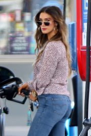 Delta Goodrem at a Gas Station in Los Angeles 2018/10/09 11