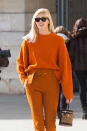 Devon Windsor Out and About in Paris 2018/10/01 4