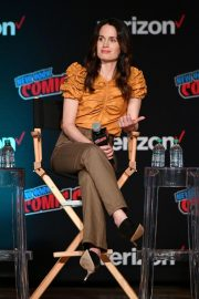Elizabeth Reaser at Netflix & Chills Panel at New York Comic-Con 2018/10/05 8