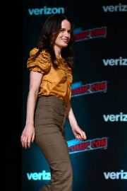 Elizabeth Reaser at Netflix & Chills Panel at New York Comic-Con 2018/10/05 10