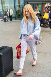 Ellie Bamber at Heathrow Airport in London 2018/10/17 2