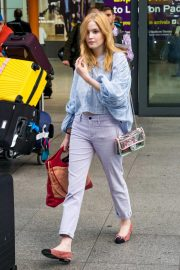 Ellie Bamber at Heathrow Airport in London 2018/10/17 5