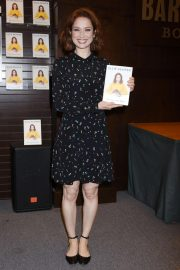 Ellie Kemper at My Squirrel Days Book Signing at Barnes & Noble in Los Angeles 2018/10/11 5