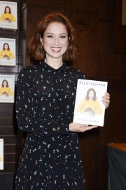Ellie Kemper at My Squirrel Days Book Signing at Barnes & Noble in Los Angeles 2018/10/11 6