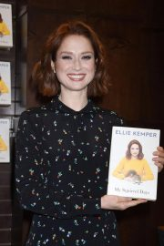 Ellie Kemper at My Squirrel Days Booksiging at Barnes and Noble at The Grove 2018/10/10 1