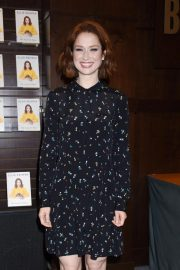 Ellie Kemper at My Squirrel Days Booksiging at Barnes and Noble at The Grove 2018/10/10 2
