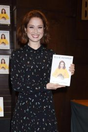 Ellie Kemper at My Squirrel Days Booksiging at Barnes and Noble at The Grove 2018/10/10 7