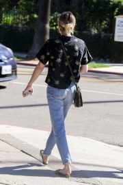Emma Roberts Out and About in Los Feliz 2018/10/16 4
