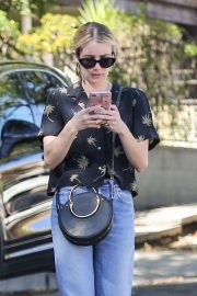 Emma Roberts Out and About in Los Feliz 2018/10/16 7