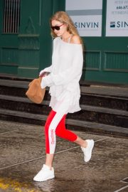 Gigi Hadid Arrives at Taylor Swift Apartment in New York 2018/10/04 8