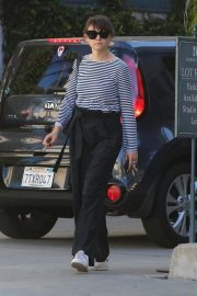 Ginnifer Goodwin Heading to Raleigh Studios in Hollywood 2018/10/01 4