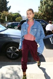 Hailey Baldwin Out and About in Los Angeles 2018/10/15 6