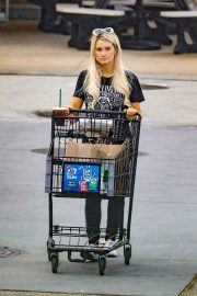 Holly Madison Out Shopping in Malibu 2018/10/26 1