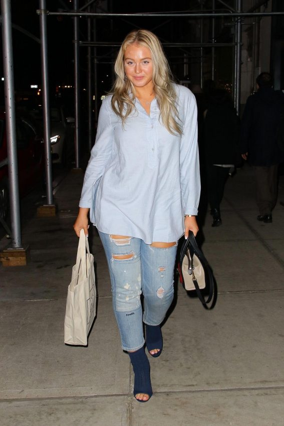 Iskra Lawrence in Ripped Denim Out in New York 2018/10/24 1