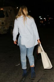 Iskra Lawrence in Ripped Denim Out in New York 2018/10/24 5