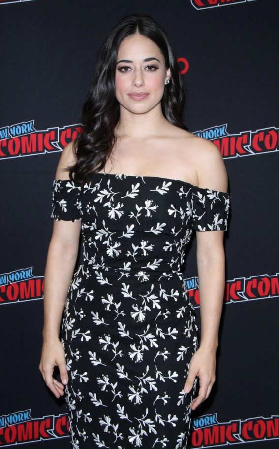 Jeanine Mason at Roswell, New Mexico Panel at New York Comic-con 2018/10/06 1