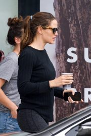 Jennifer Garner Out for Coffee in Brentwood 2018/10/27 6