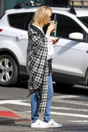 Jennifer Lawrence Out for a Coffee in New York 2018/10/05 4