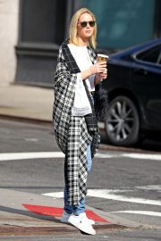 Jennifer Lawrence Out for a Coffee in New York 2018/10/05 6