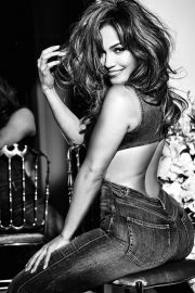 Jennifer Lopez for GUESS Spring 2018 Campaign 28