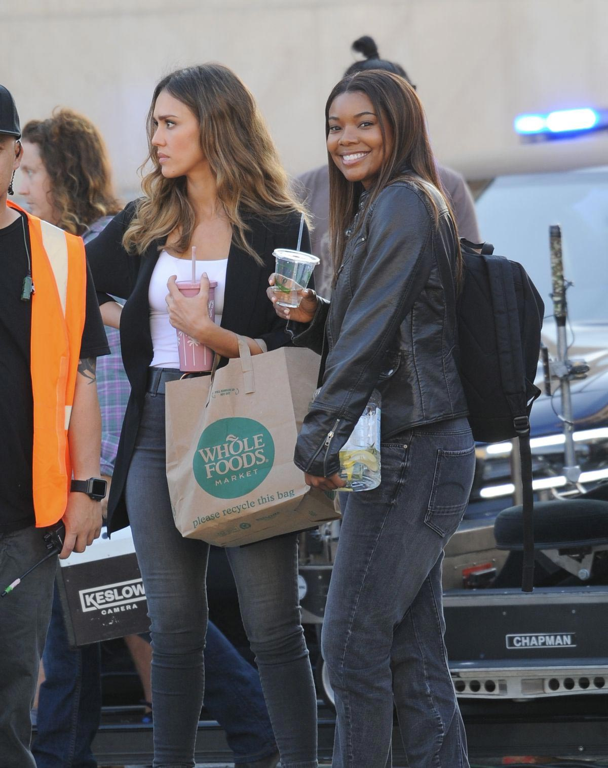 Jessica Alba and Gabrielle Union on the Set of L.A.'s Finest in Los Angeles 2018/10/25 1